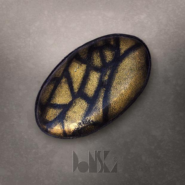black-gold-brooch